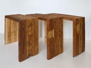 Tische aus alten Balken