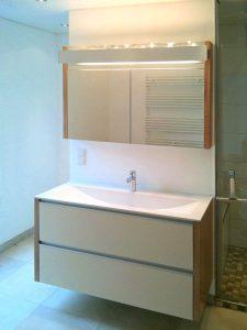 Waschtisch mit passenden Spiegelschrank