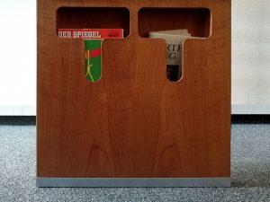 Garderobe Kirschbaum - Detail integriertes Prospektfach