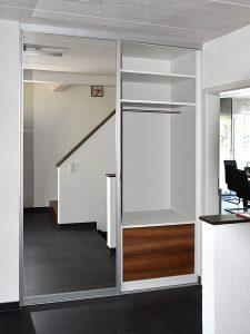 Einbaugarderobe-Spiegeltür links